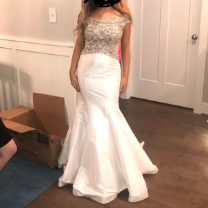 MacDuggual Prom dress
